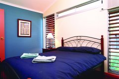 Cabin_Main_Bedroom_600.jpg